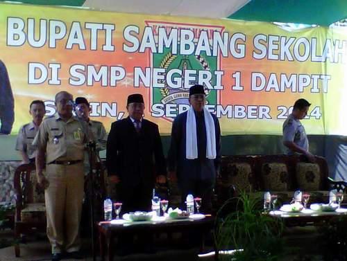 Bupati Malang berkunjung ke SMPN 1 Dampit (1/9)